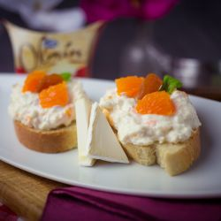 Lehká pomazánka s jogurtem, se sýrem Olmín a mandarinkami - recept