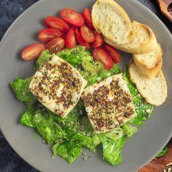 Olmín na grilu s ledovým salátem a dýňovým olejem
