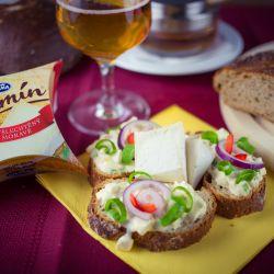 Salát se sýrem Olmín, šunkou a majonézou - recept