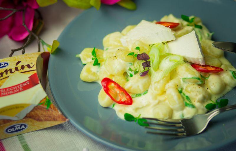 Bramborové noky se smetanou a kousky sýru Olmín - recept